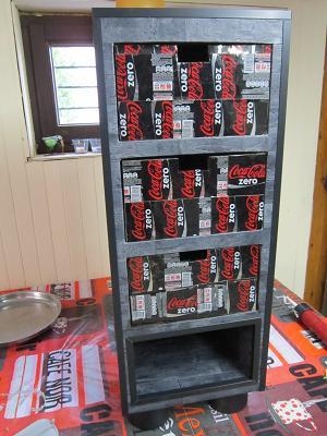Creation en carton le meuble coca carton cartonrecup for Finition meuble