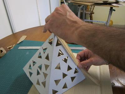 Fabriquer une lampe en carton cartonrecup for Comment faire une boite en carton creteil