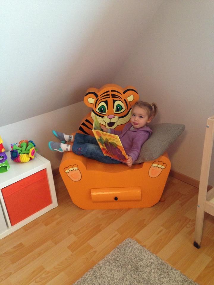 un fauteuil en carton pour les enfants cartonrecup. Black Bedroom Furniture Sets. Home Design Ideas