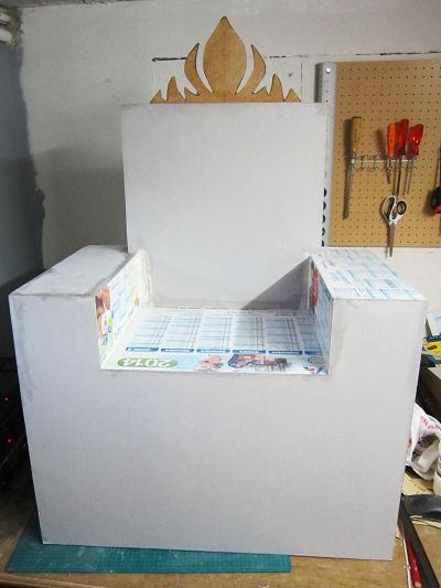 un fauteuil reine des neiges en carton cartonrecup. Black Bedroom Furniture Sets. Home Design Ideas